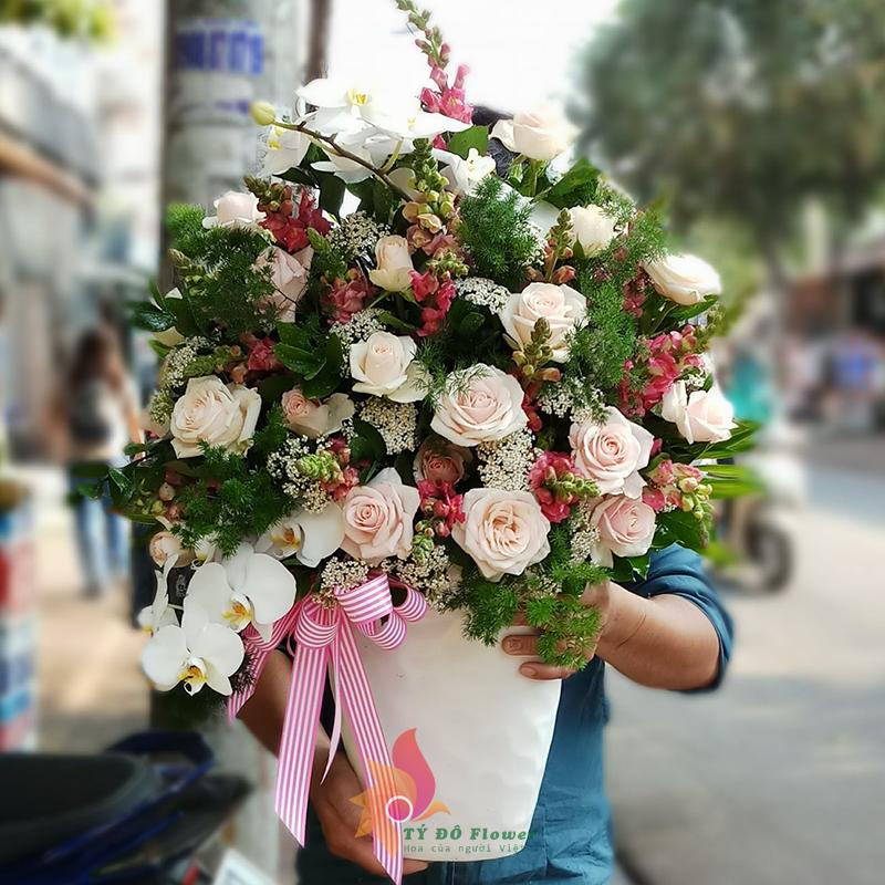 hoa cắm bình